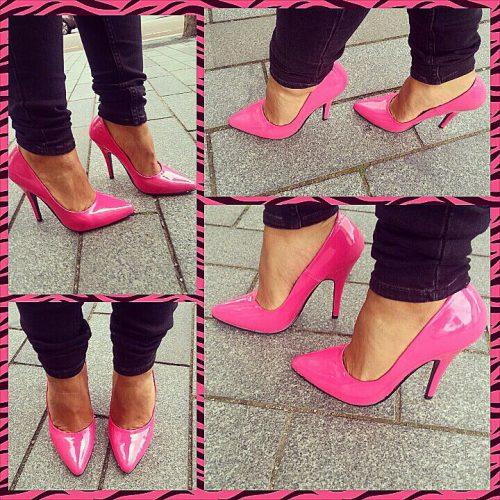 Roze pumps met klassieke spitse neus en hoge naaldhak