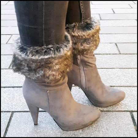 Grijze bontlaarzen met hakken en spitse neus | Bontlaarzen hoge hakken