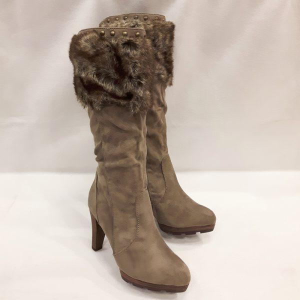 Warme bontlaarzen met hakken   Taupe laarzen met hakken   Silhouette Warme bontlaarzen met hakken   Taupe laarzen met hakken   Silhouette