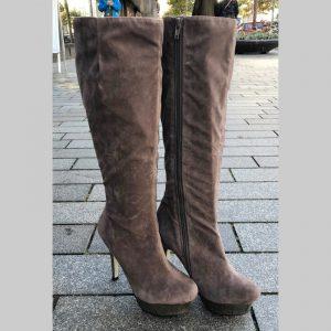 Grijze laarzen met naaldhakken en metallic plateau | Grijze laarzen hak
