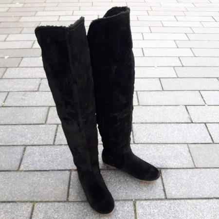 Platte zwarte overkneelaarzen met bont en ronde neus | Bontlaarzen