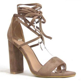 Mocca sandaaltje met blokhak en wikkelbanden