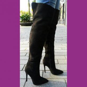 Zwarte overknee laarzen met naaldhakken en split achter | SILHOUETTE