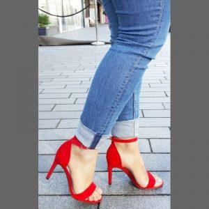 Rode open strappy sandal schoentjes in kleine maten met naaldhak