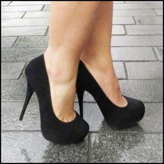 Pumps in zwart van echt suede met hoge stiletto naaldhakken