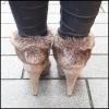 Korte licht bruine booties met hoge naaldhak en fake fur bont