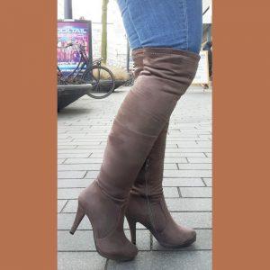 Cappuccino bruine overknee laarzen met ronde neus en naaldhakken