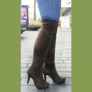 Kaki groene of khaki overknee laarzen met ronde neus en naaldhakken