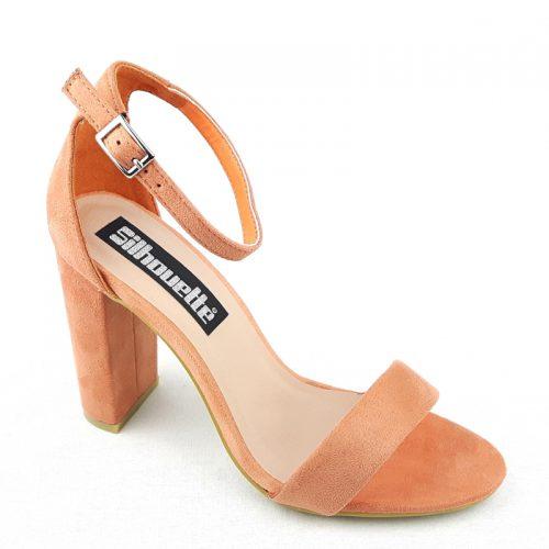 Simpele perzik of koraal kleurige sandaaltjes met smal bandje voor en brede hak