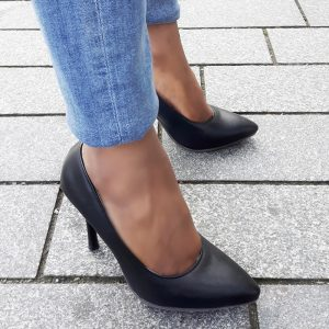 Zwarte pumps in kleine maat met puntneus en naaldhakken | Silhouette