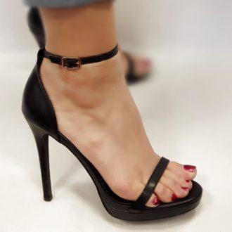 Zwarte sandaletten met bandjes, kleine plateauzool en hoge hakken
