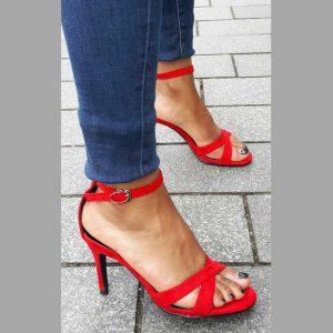 Kleine maat rode open schoenen met bandjes en naaldhak