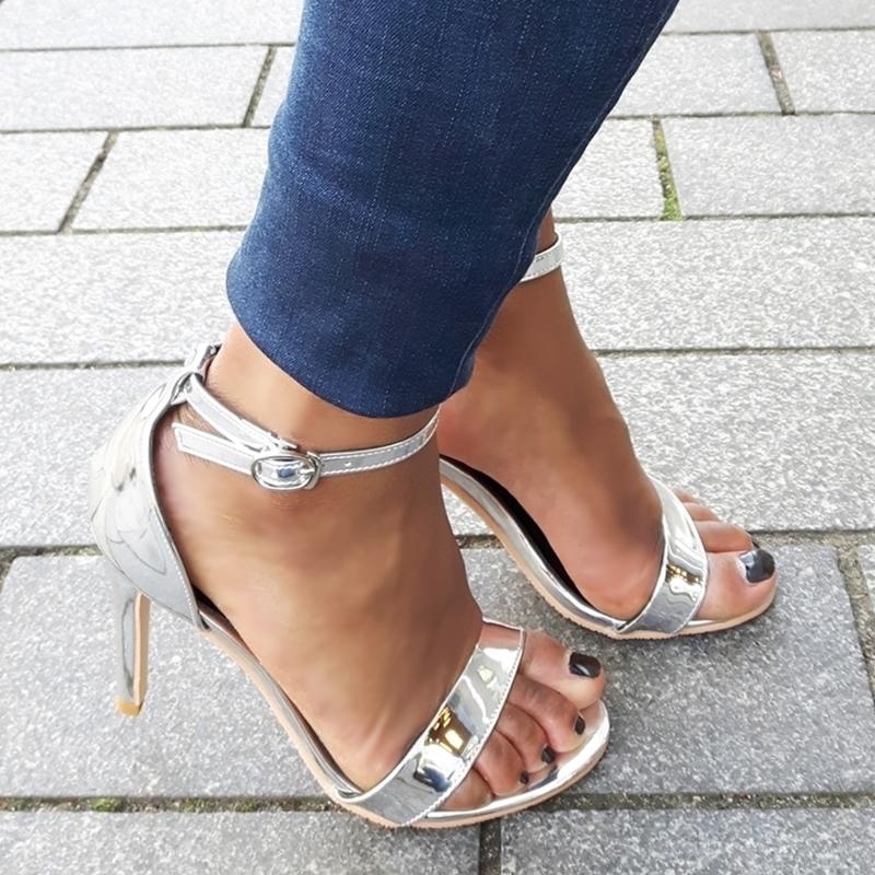 Zilveren sandaaltjes met hak
