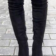 Zwarte overkneelaarzen met ronde neus, plateau en naaldhak