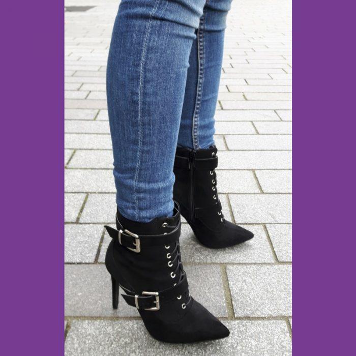 Biker boots met hak in zwart met veters en gespen | Enkellaarsjes met hak