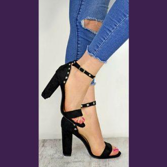 Zwarte sandaaltjes met studs en brede hak | Open schoenen met studs