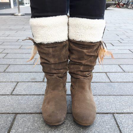 Platte bontlaarzen type indianenlaarsjes in taupe | Laarzen in taupekleur