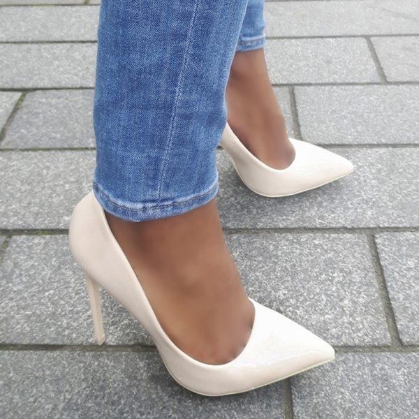 Beige lak pumps met stiletto hakken   Beige high heels   Silhouette