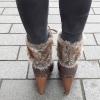 Donkerbruine korte laarzen met veters voor en bontversiering   Silhouette