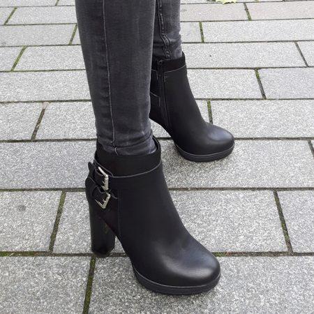 Stoere zwarte enkellaarzen met gespen en brede hoge hak | Silhouette