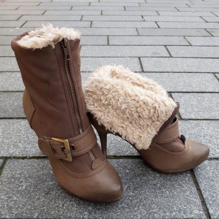Bruine bontlaarzen met hoge hak en ritssluiting voor | Hoge hakken