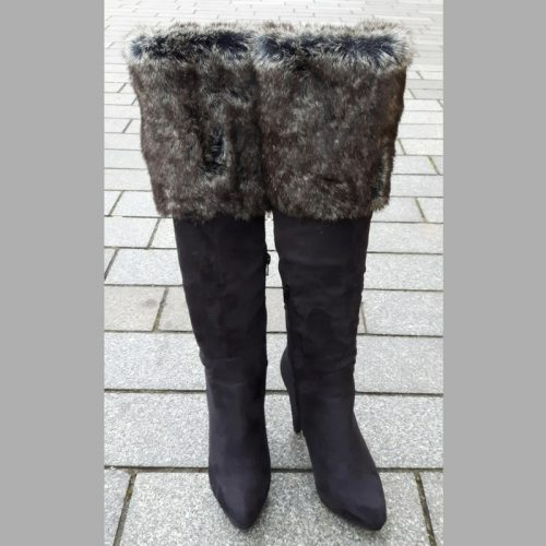 Zwarte lange bontlaarzen met hakken en spitse neus | Silhouette