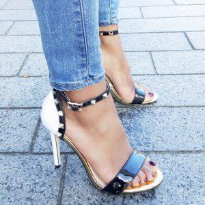 Zwart/Witte sandaaltjes met goudkleurige studs en naaldhakken