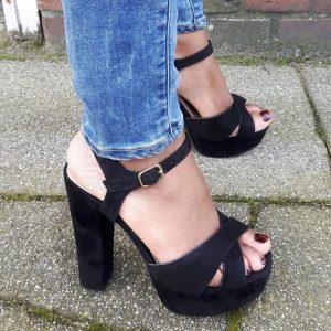 Zwarte open schoenen met stevige hakken en plateauzool | Silhouette