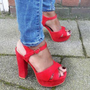 Rode open schoenen met stevige hakken en plateauzool | Silhouette