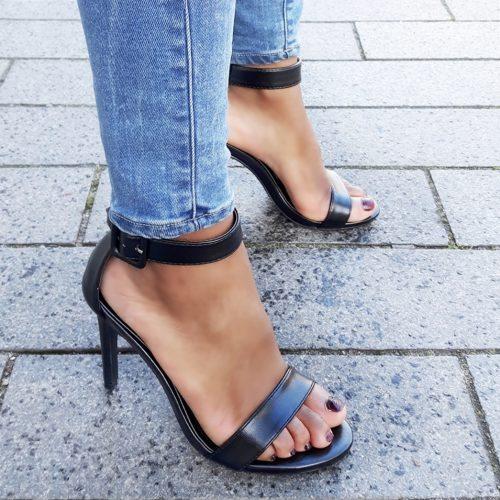 Simpele zwarte sandaaltjes met naaldhak en subtiele glans | Silhouette