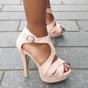 Roze open sandaal met banden, plateau en naaldhakken