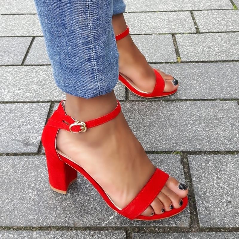 Rood sandaaltje in kleine maten met brede hak | SILHOUETTE