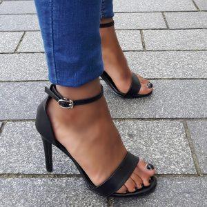 Zwarte sandaaltjes in kleine maten met naaldhakken en bandje voor | hoge hakken in kleine maten