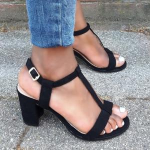Zwarte sandalen met blokhak in kleine maten en T-band | Kleine maat hak