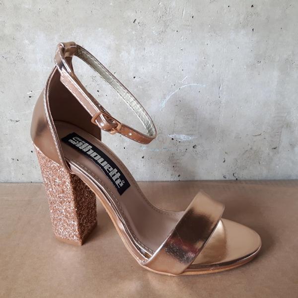 Feestschoenen in rosé goud met glitters op de hak en enkelbandje