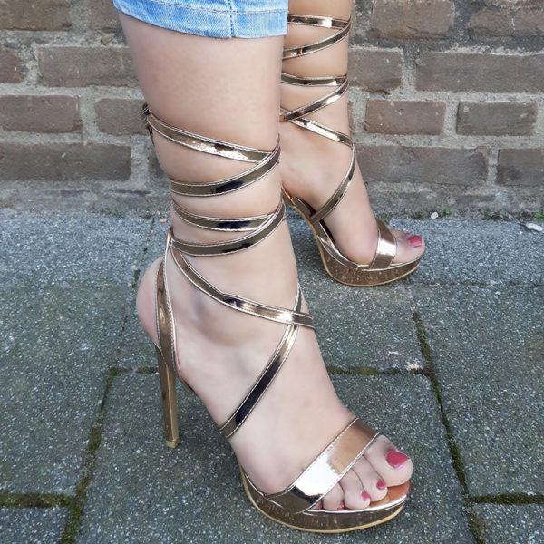Sandalen met hoge hakken en banden om je been in rosé goud | Silhouette
