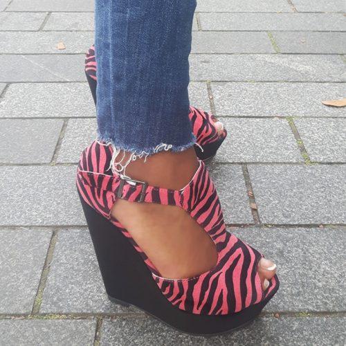Sleehakken in zwart met roze en zebraprint | Sleehakken met open teen