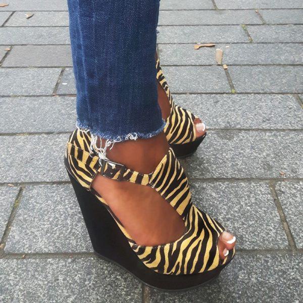 Sleehakken in zwart met geel en zebraprint | Zebraprint sleehak sandalen