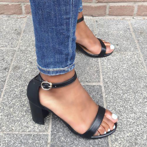 Zwart leerlook sandaaltje in kleine maten met brede hak | SILHOUETTE