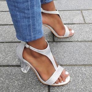 Zilveren feestelijke sandaaltjes met strass-steentjes