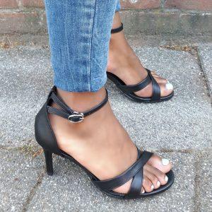 Kleine maat damessandalen met hak en kruisbanden over de voet | Silhouette