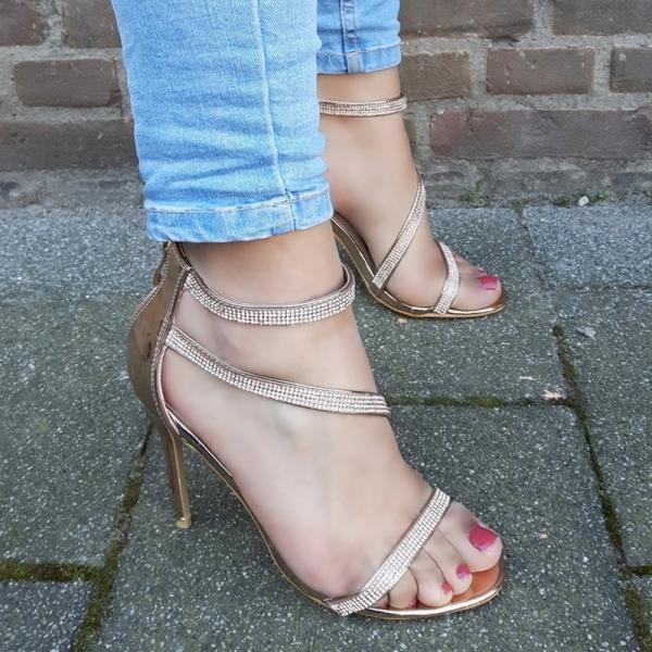 Strass sandalen met hakken in rosegold? Feestelijke hoge hakken vind je hier!