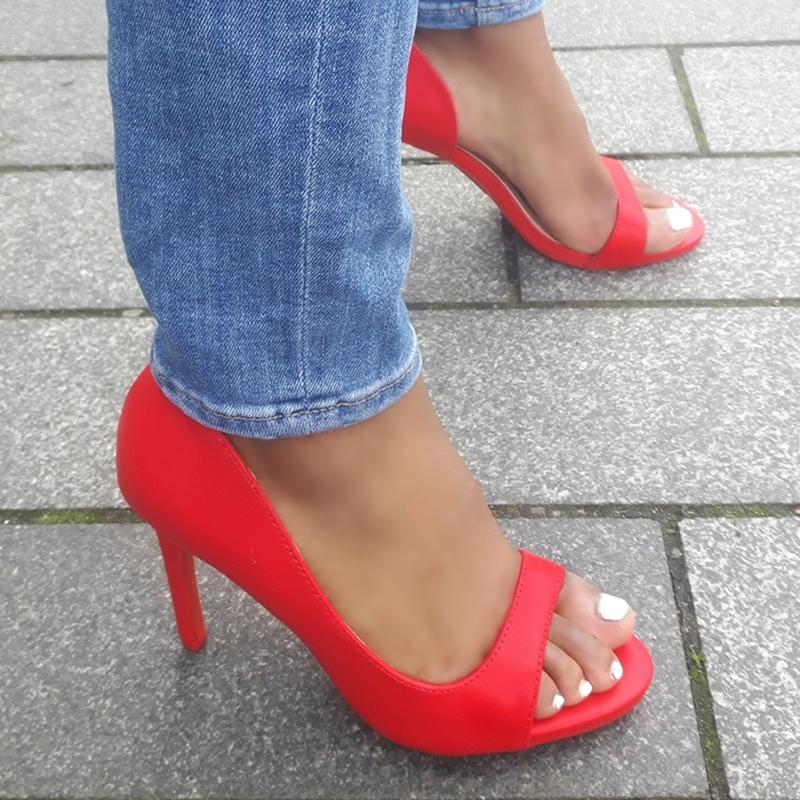 rode pumps met open teen, open zijkant en naaldhak | rode peeptoe pumps