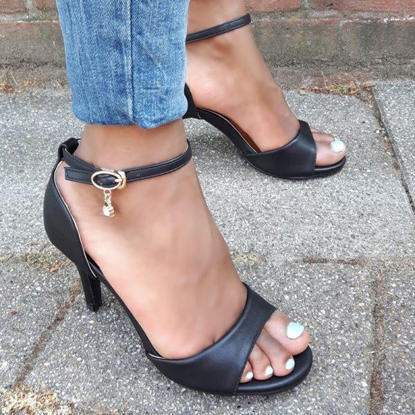 Zwarte hakken 7 cm in kleine maten | Witte sandalen met hak maat 35 en kleiner