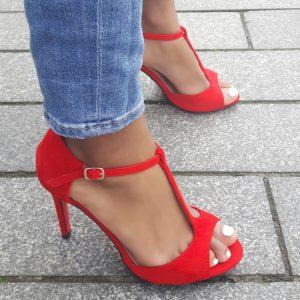 Rode pumps met T - bandje, naaldhakken en rode zool | Mary-Jane hakken
