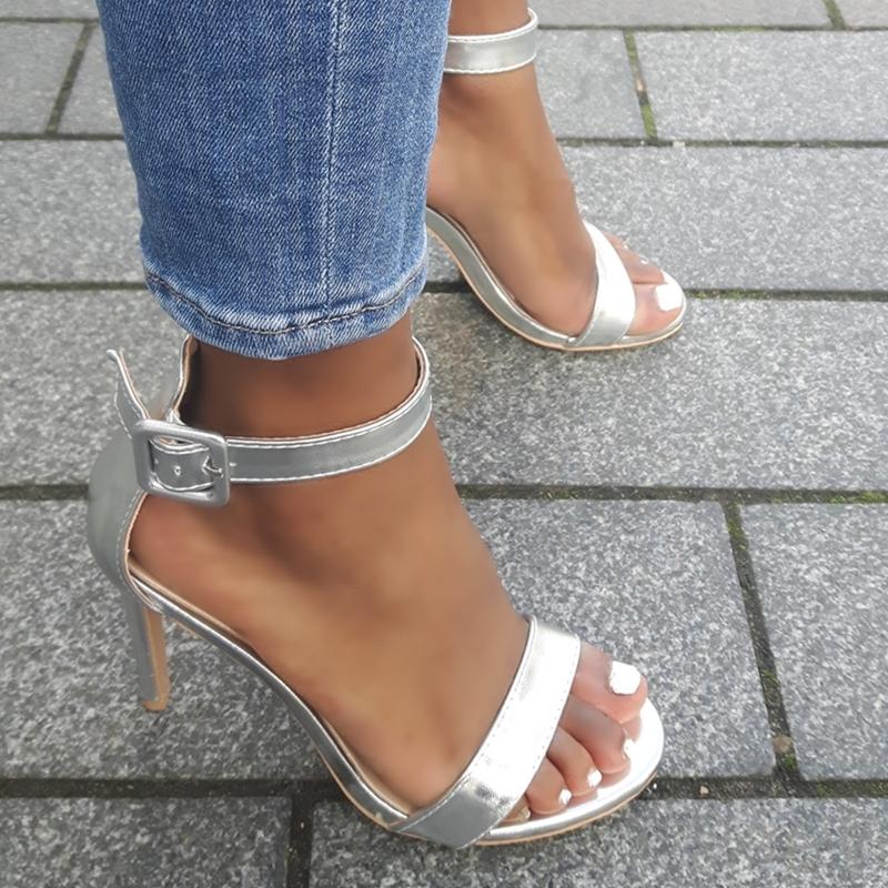 Zilveren sandalen met hoge hak en bandje over de voet | Silhouette