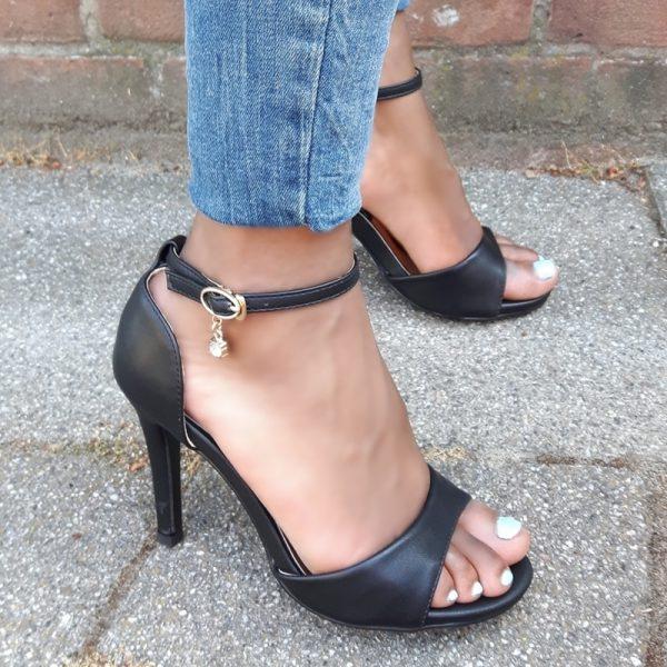 Zwarte hakken 9 cm in kleine maten | Zwarte sandaletten maat 35 en kleiner