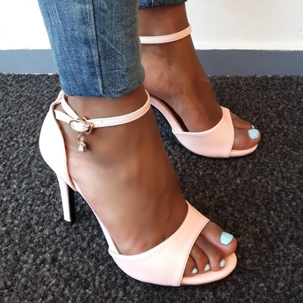 Roze hakken 9 cm in kleine maten   Lichtroze sandaletten maat 35 en kleiner