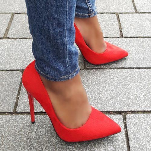 Klassieke stiletto pumps in rood suède look met hoge naaldhakken