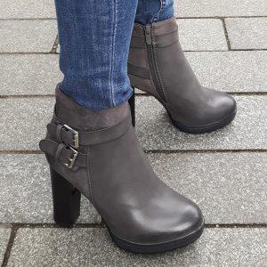 Sportieve grijze enkellaarzen met hak en gespen | Korte grijze laarzen hak